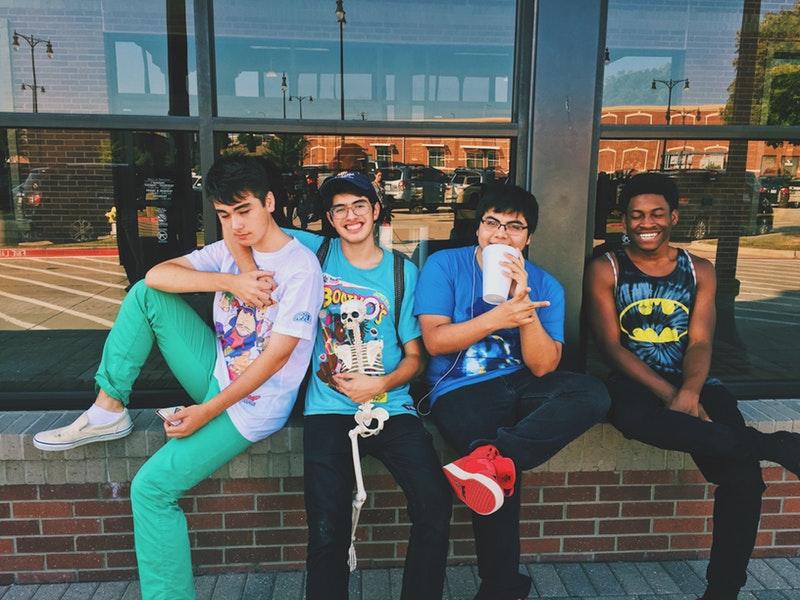 4人の男子学生